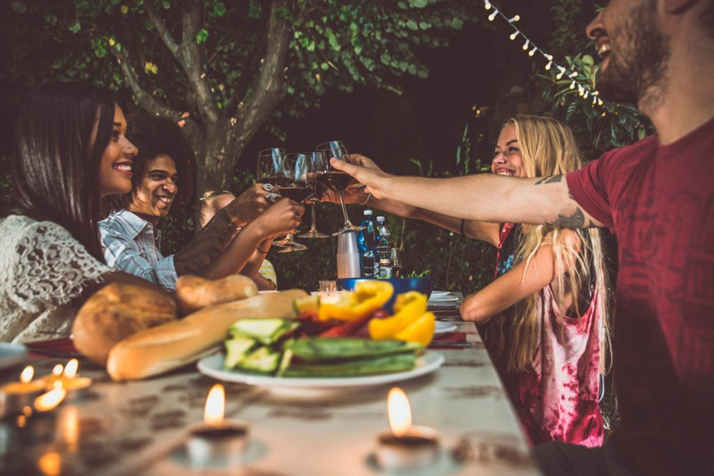 Friends-in-Different-Income-Brackets--Here's-How-to-Make-Plans-and-Remain-Friends