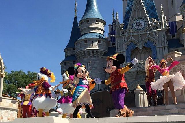 Mickeys-Friendship-Faire