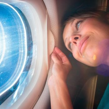 8 Secrets to NOT Looking Like a Mess After a Long Flight