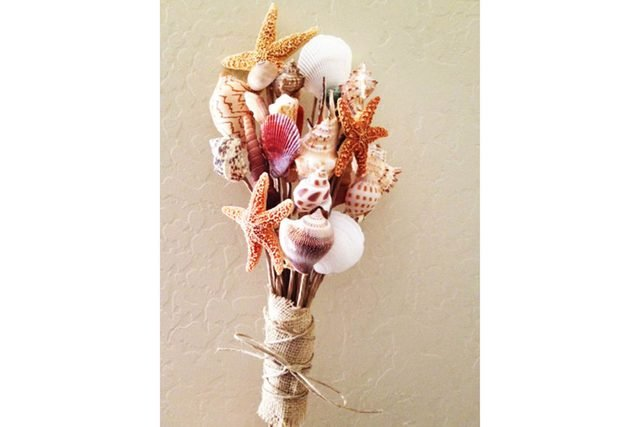 01-shell-Wedding-Bouquets-that-Don't-Need-Flowers-to-Be-Gorgeous