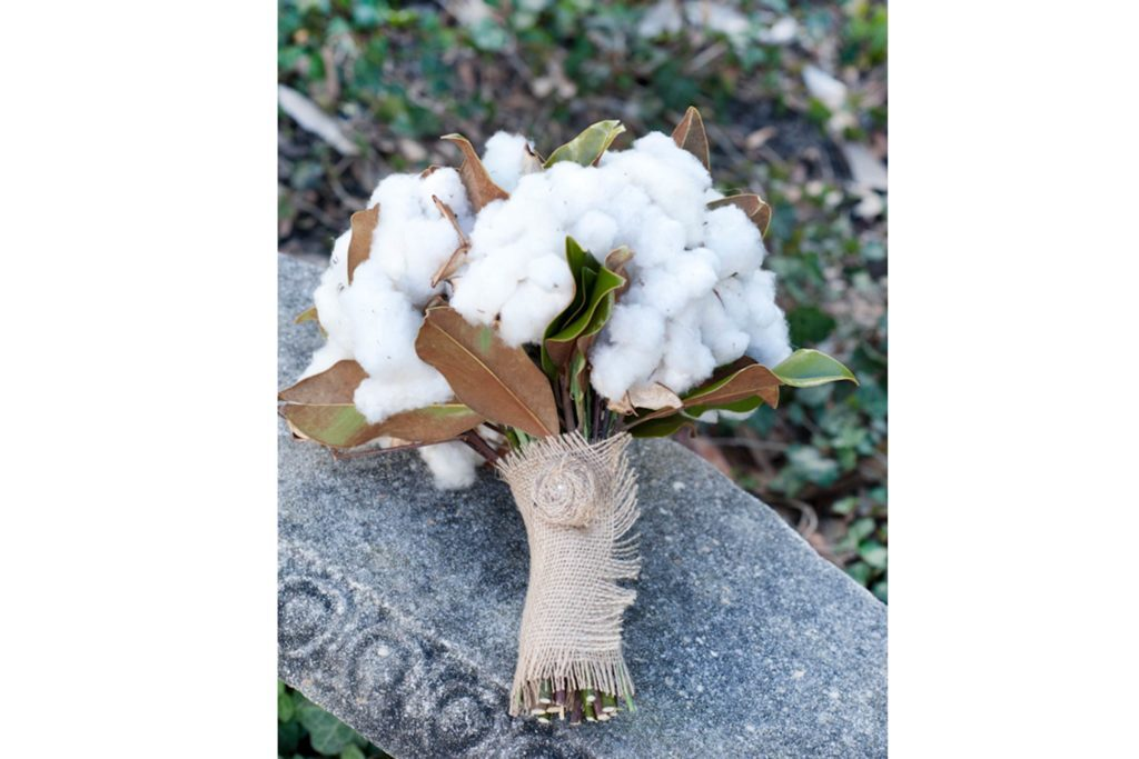 09-cotton-Wedding-Bouquets-that-Don't-Need-Flowers-to-Be-Gorgeous