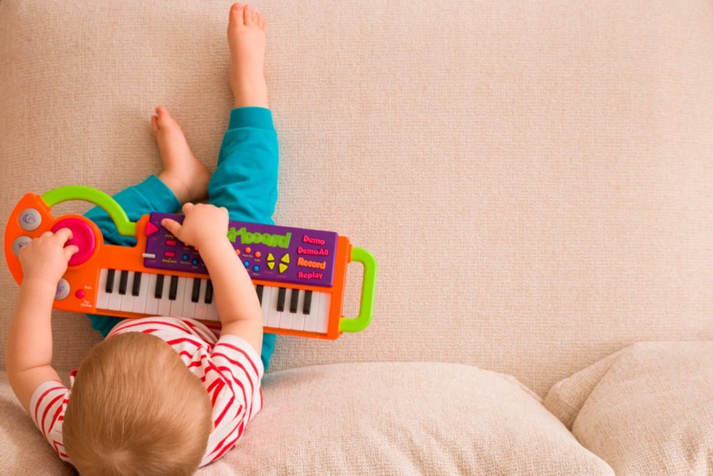 09-music-brilliant-ways-babies-smarter-408089341-goodmoments