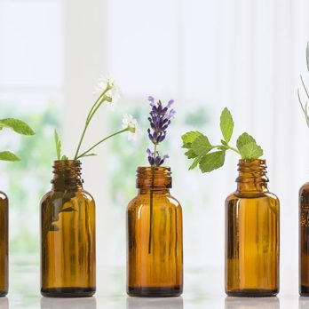 7 Essential Oils That Calm Anxiety (And How They Do It)