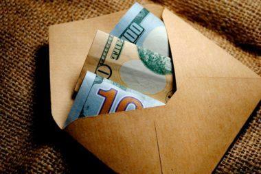 11-cash-dozen-items-regret-wedding-registry-589627091-Vika-Zhuyko