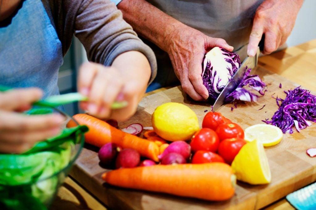 12-cook-Wacky-Ways-to-Burn-Extra-Calories-436508869-Rawpixel.com