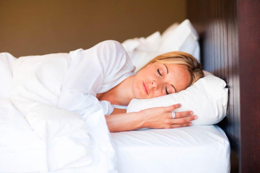 13-sleep-Wacky-Ways-to-Burn-Extra-Calories-30684625-wavebreakmedia