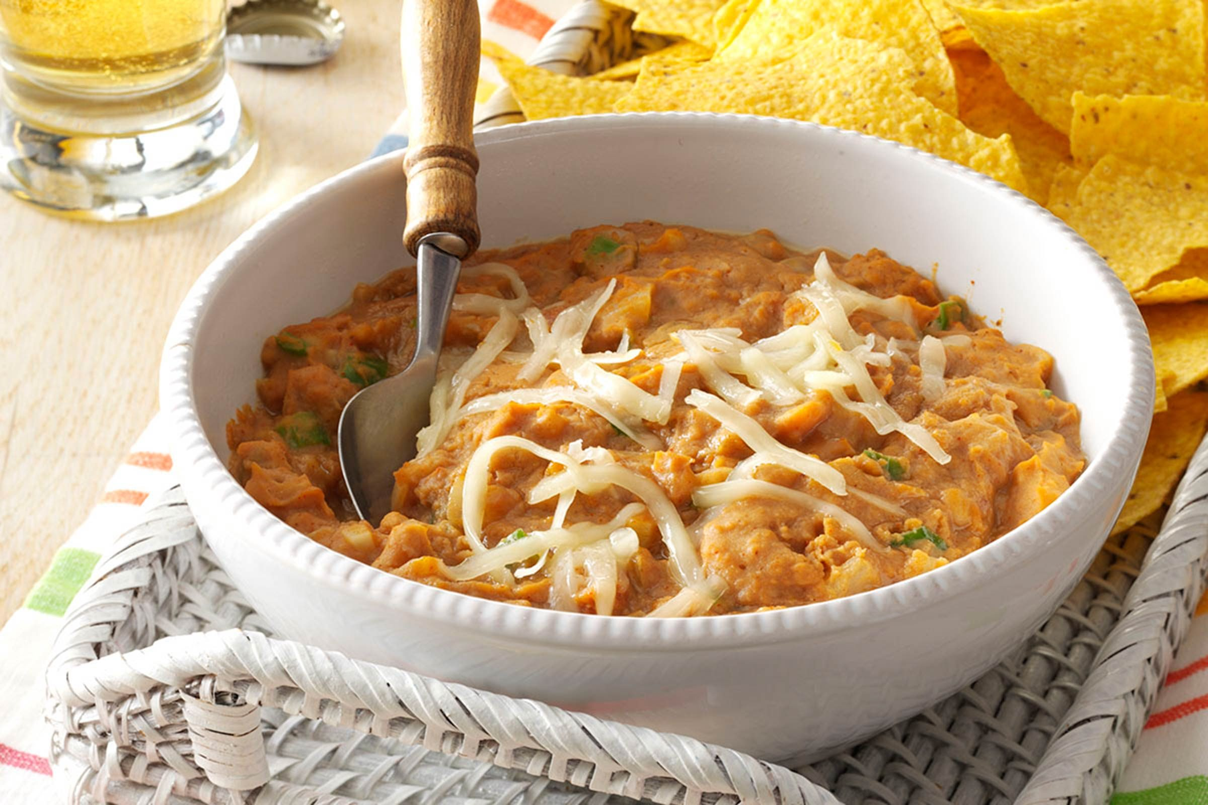 14-easy-mexican-recipes-SpicyrefriedBeans