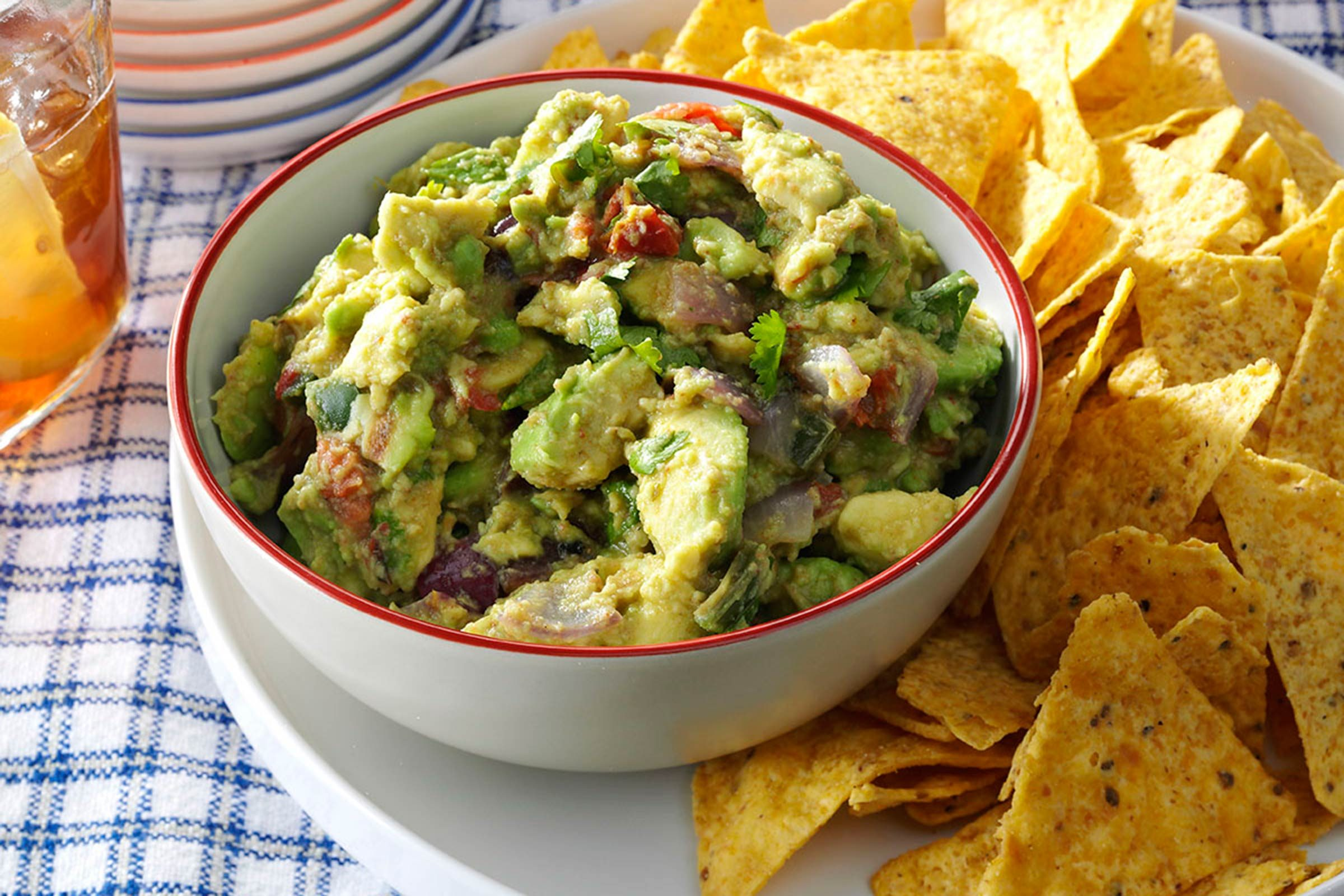 31-easy-mexican-recipes-GrilledGuacamole