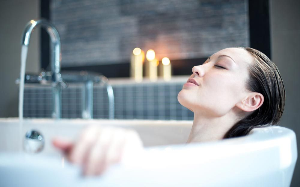 Never Take a Bath in a Hotel Tub—and 5 Other Vacation Don'ts