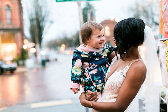 01-This-Little-Girl-Thought-This-Bride-Was-a-Princess,-and-Her-Reaction-is-Precious-Courtesy-stephanie-cristalli-photography