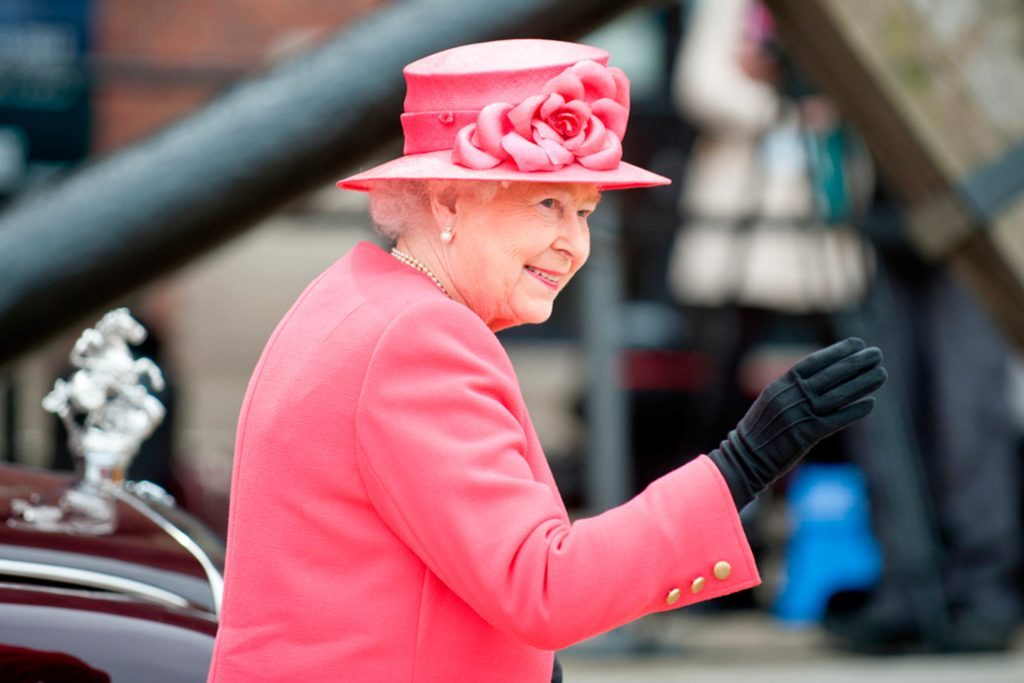 Uh-Oh--Someone-Just-Called-the-Police-on-Queen-Elizabeth
