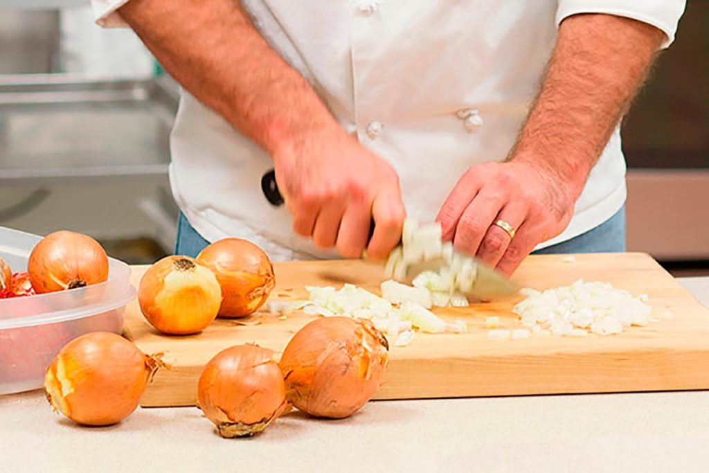 01-chop-an-onion-without-crying-TOH