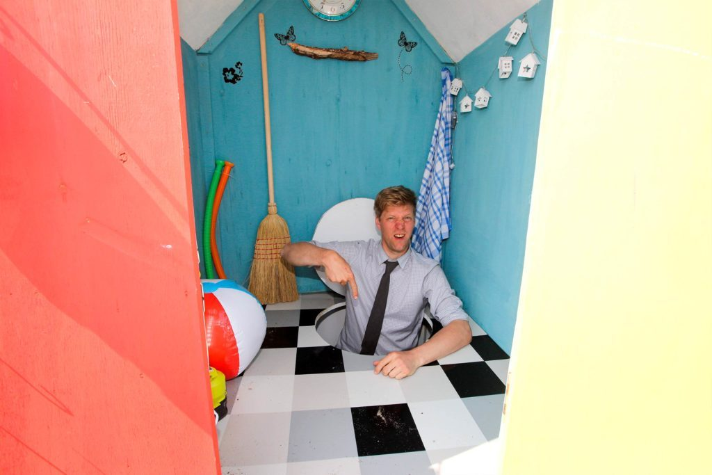 The-World's-First-Tiny-Beach-Hut-Is-SO-Perfect,-and-We-Want-One-Too-