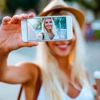 The Best (and Worst) Time of Day to Take a Selfie Relies on This One Thing