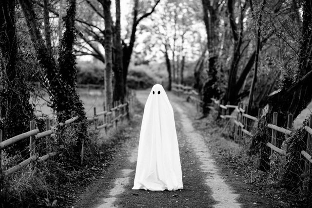 Science-Has-An-Explanation-for-Why--You-Might-Be-Haunted-By-Ghosts