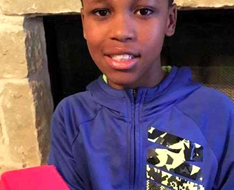 This-11-Year-Old's-Invention-Can-Prevent-Deaths-of-Babies-Left-in-Hot-Cars-Curry-with-a-prototype-of-Oasis