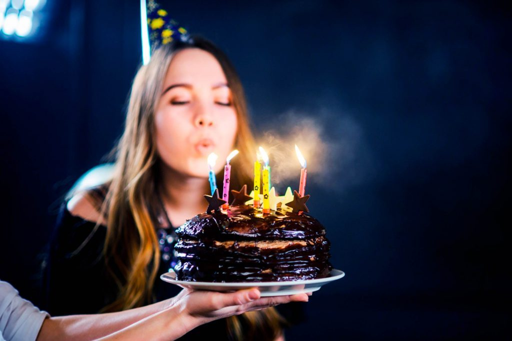 You-Will-Not-Believe-How-Much-Bacteria-Is-Spread-When-You-Blow-Out-Your-Birthday-Cake
