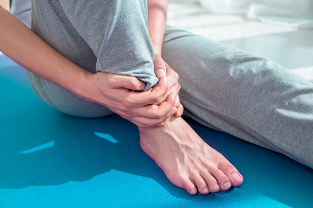 First-Aid-for-a-Sprained-Ankle--6-Steps-to-Take-Immediately