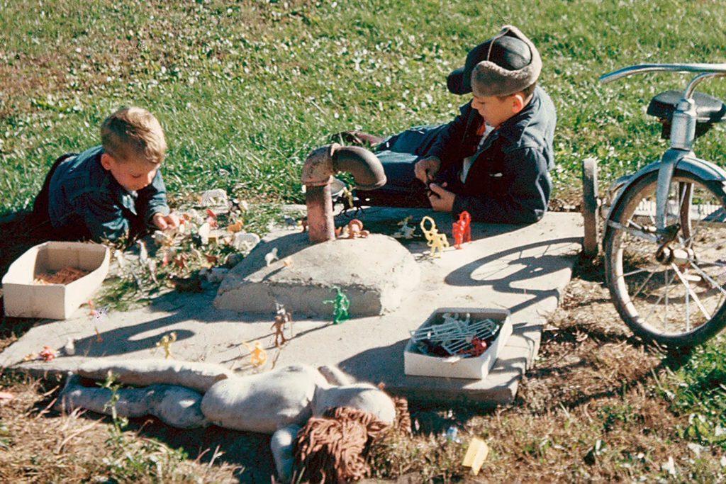 02-Nostalgic-Photos-That-Capture-the-Magic-of-Childhood-Bruce-Williams