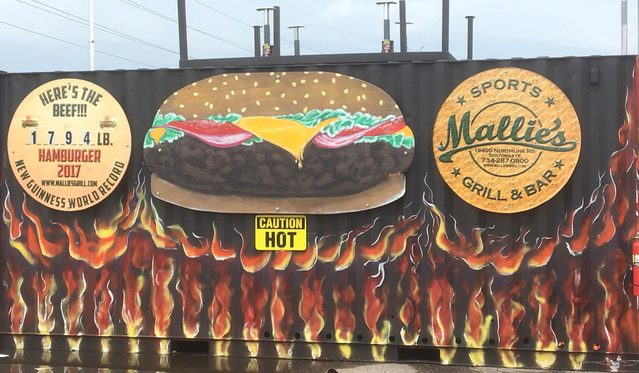 02-The-Biggest-Burger-in-the-World-Is-1,774-Pounds-and-Ready-for-You-to-Order-at-This-Restaurant-Mallies-Sports-Grill-and-Bar