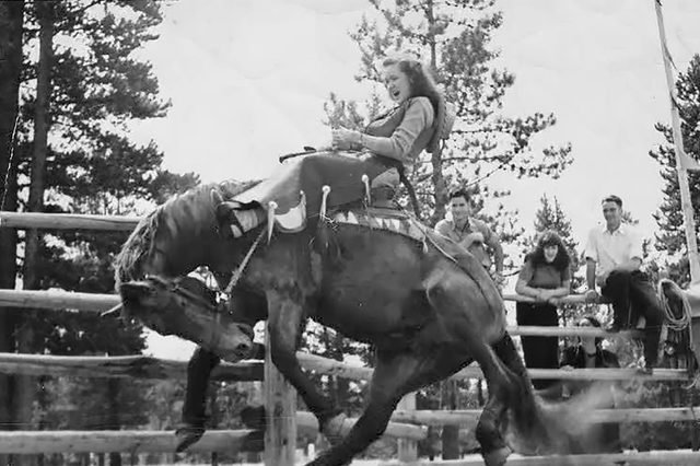 02-These-9-Kids-Horseback-Riding-Are-Even-Cuter-Than-Their-Ponies-PaulineWharton