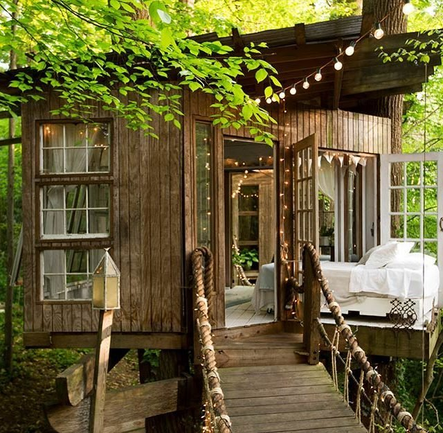 02-step-inside-the-tree-house-thats-the-most-popular-listing-on-airbnb-ft