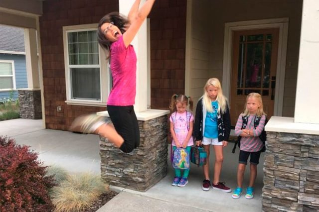03-2753258777--Hilarious-Back-to-School-Photos-Bound-to-Leave-Parents-in-Stitches-AwkwardFamilyPhotos.com