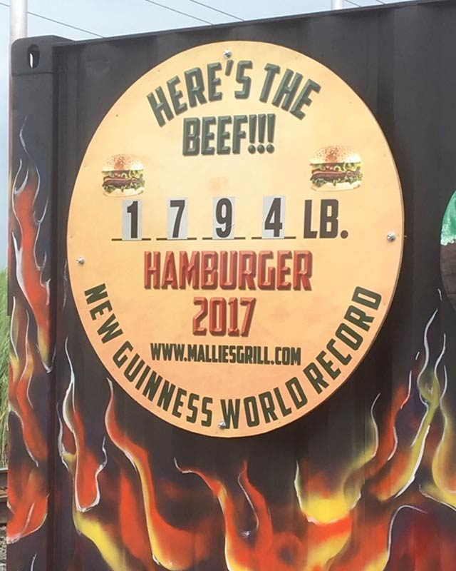 03-The-Biggest-Burger-in-the-World-Is-1,774-Pounds-and-Ready-for-You-to-Order-at-This-Restaurant-Mallies-Sports-Grill-and-Bar