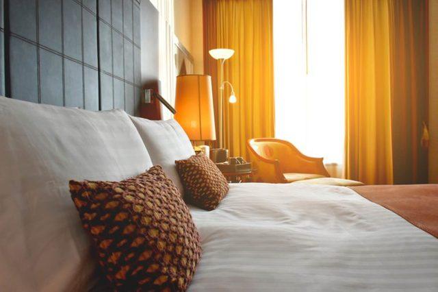 03-hotel-Canceled-Flight_559774297-Kanyapak-Lim