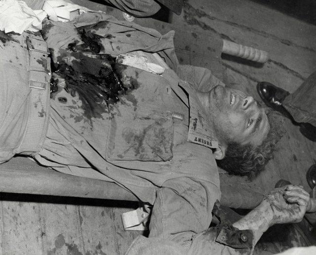 03_Dickey_Chapelle_dying Marine WHiImageID25954
