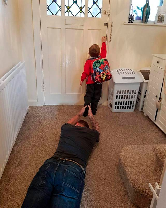 04-3624608654--Hilarious-Back-to-School-Photos-Bound-to-Leave-Parents-in-Stitches-AwkwardFamilyPhotos.com