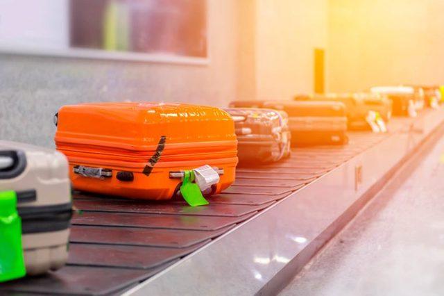 04-luggage-Canceled-Flight_485097712-WeStudio