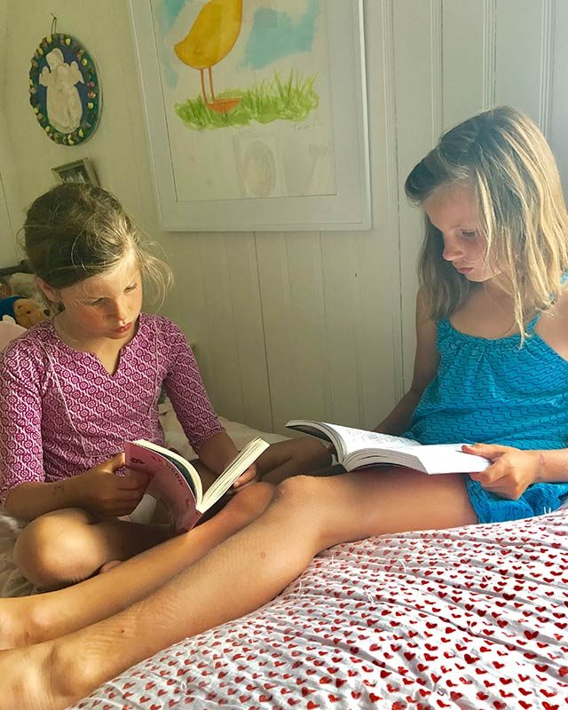 05-Simple-ways-i'm-teaching-my-kids-to-love-reading-courtey-Elizabeth-and-Gardner-Lane