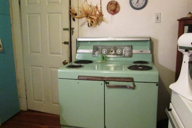 06-Colorful-Kitchen-Appliances-You-Wish-Would-Come-Back-Into-Style-CherTom