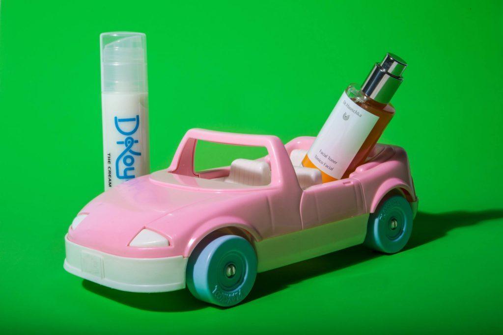 06-Makeup-Essentials-Beauty-Bloggers-Keep-in-Their-Car-Matthew-Cohenrd.com