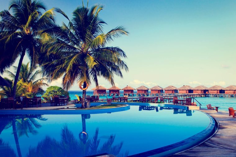 06-resort-Canceled-Flight_312371510-Romrodphoto
