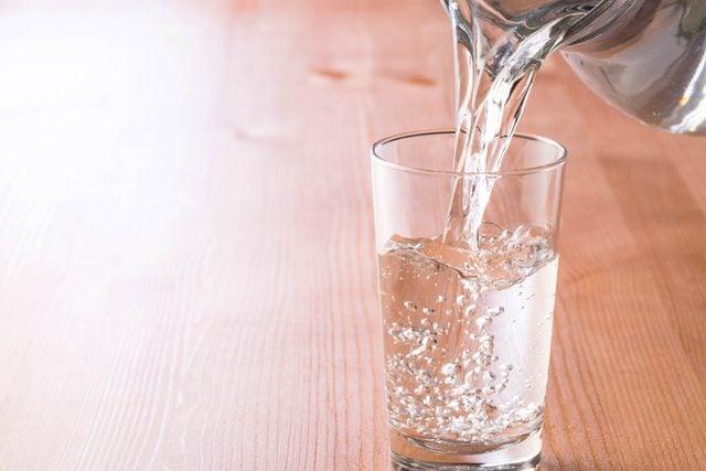 06-water-Super-Savvy-Ways-to-Save-Money-at-Restaurants_631376015-jazz3311