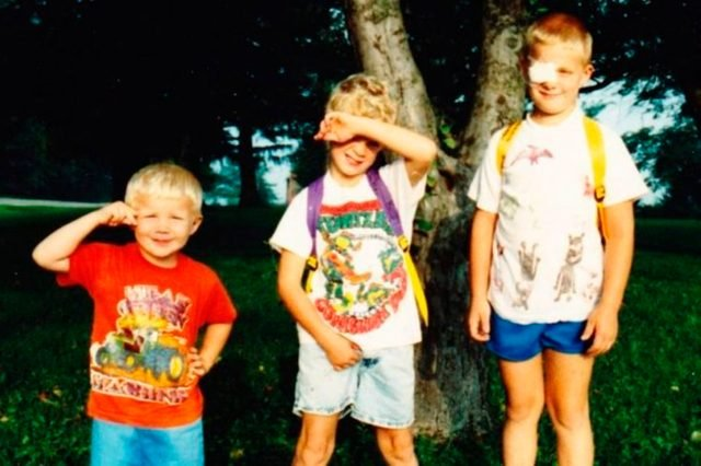 07-3282721024--Hilarious-Back-to-School-Photos-Bound-to-Leave-Parents-in-Stitches-AwkwardFamilyPhotos.com