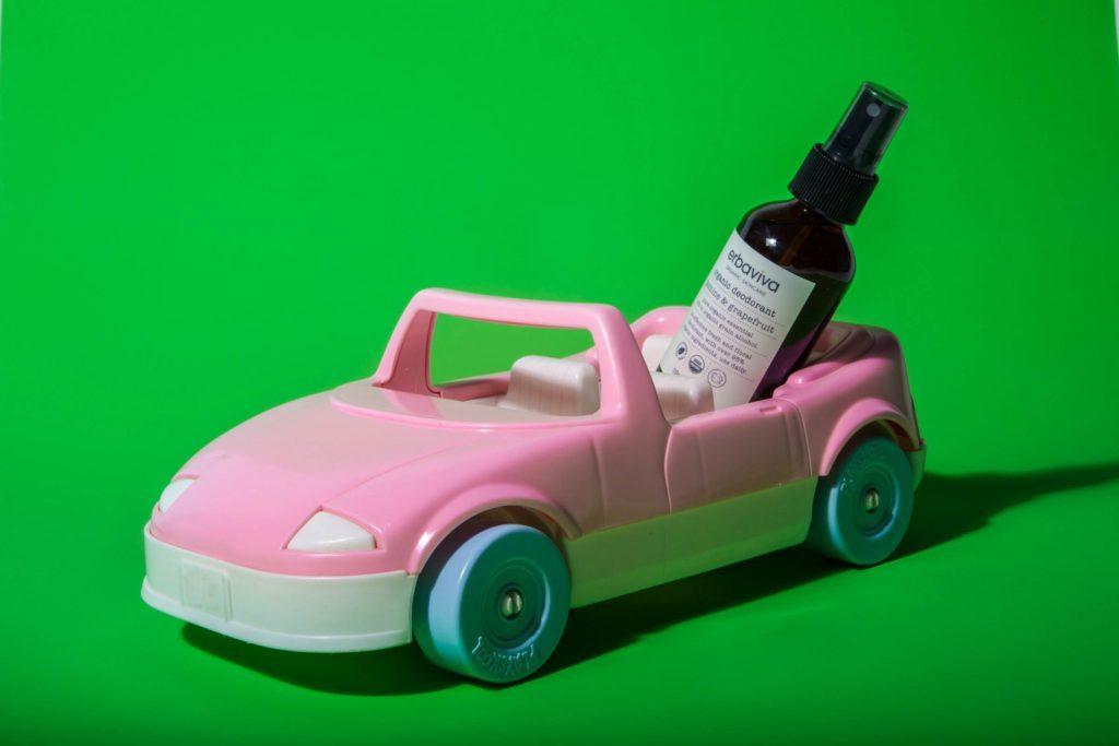 07-Makeup-Essentials-Beauty-Bloggers-Keep-in-Their-Car-Matthew-Cohenrd.com