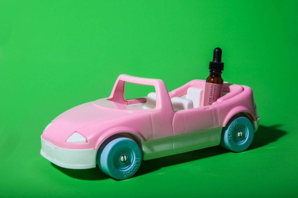 08-Makeup-Essentials-Beauty-Bloggers-Keep-in-Their-Car-Matthew-Cohenrd.com