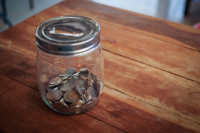 09-give-a-little-Money-Lessons-your-kids-NEED-to-Know-Before-Leaving-for-College_286331897-StudioByTheSea