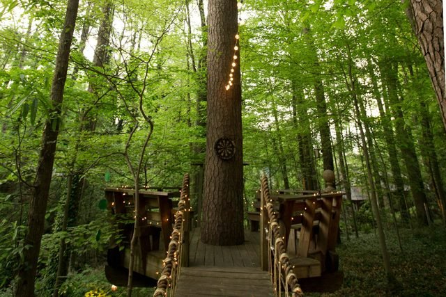 09-step-inside-the-tree-house-thats-the-most-popular-listing-on-airbnb