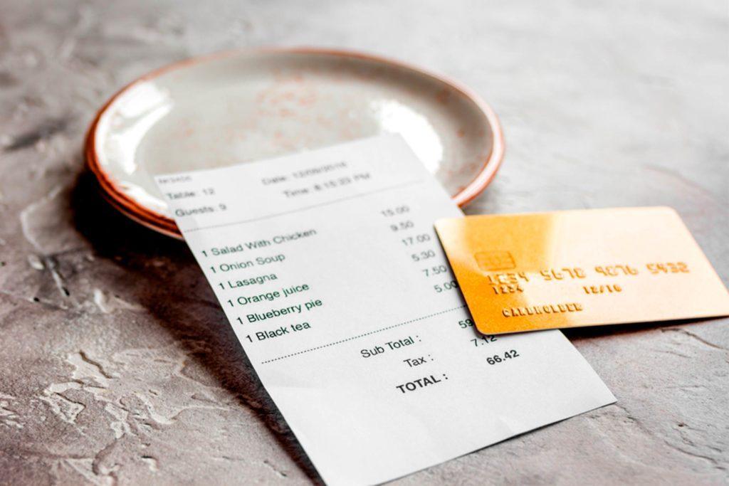 10-add-Super-Savvy-Ways-to-Save-Money-at-Restaurants_646813735-279photo-Studio'