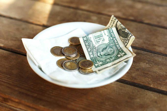 11-tip-Secrets-Your-Waiter-Won't-Tell-You_505399480-Anastasiya-Aleksandrenko