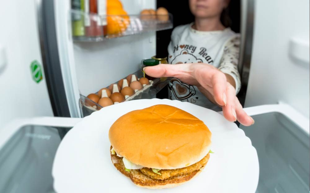 This-Is-What-It's-Really-Like-to-Have-Binge-Eating-Disorder