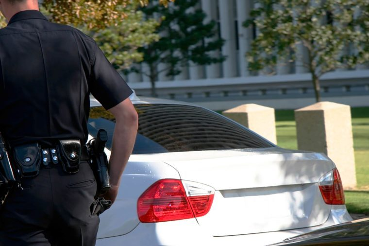 Why Do Cops Touch The Tail Light >> This Is Why Cops Touch Your Car's Tail Light During ...