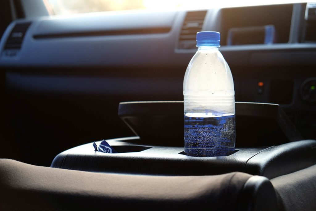 this-is-why-you-should-never-leave-a-water-bottle-in-a-hot-car-609278408-Chakrit-Yenti-fb