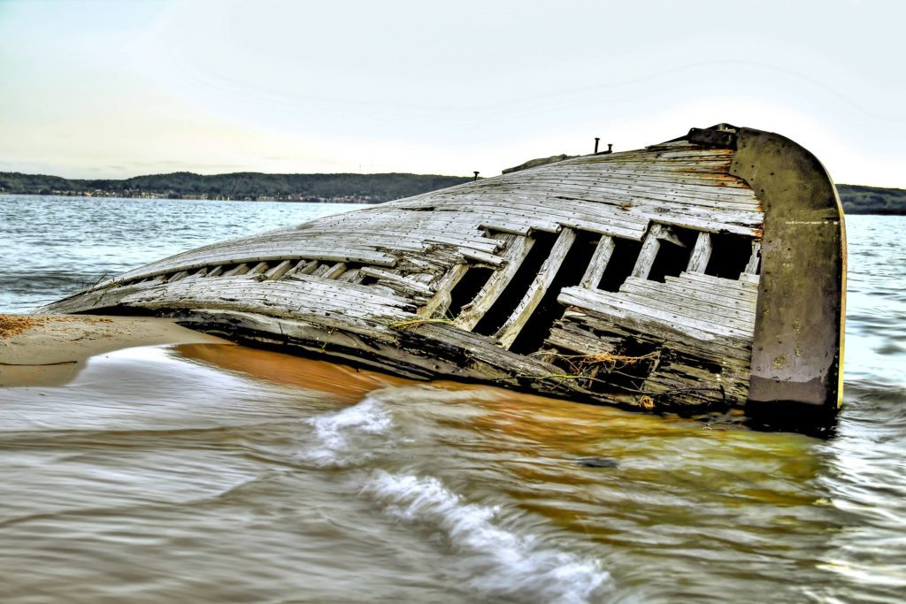 01-The-Stories-Behind-the-Shipwrecks-on-Lake-Superior-Will-Give-You-Goosebumps-reminisce-ehrlifshutterstock