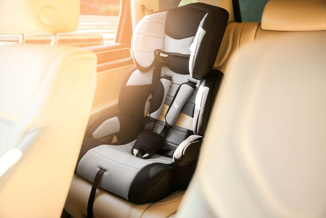 Theres-an-Easier-Way-to-Lift-Baby-Car-Seats