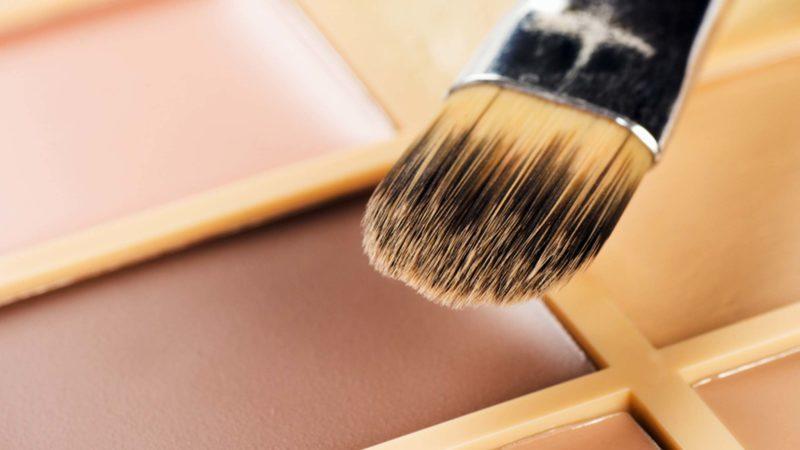 This-Makeup-Trick-is-a-Top-Plastic-Surgeon's-Best-Kept-Secret